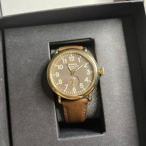 Shinola Detroit The Runwell Leather Watch